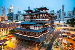 Buda Toothe Relic Temple, zona de China Town en Singapur con el tiempo crepuscular.